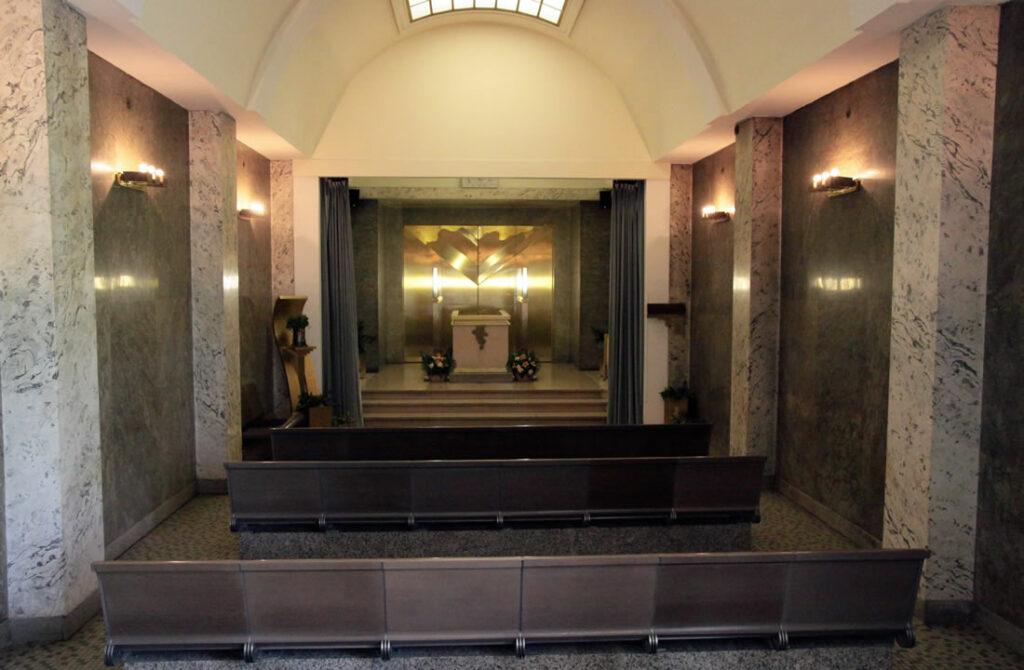 Krematorium Strašnice malá obřadní síň Ekonomický pohřeb Atropos